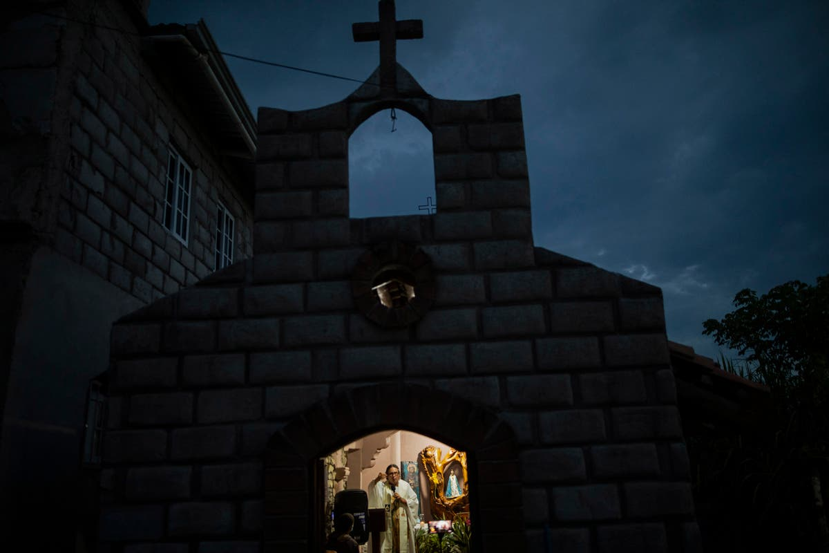 After mudslide, priest builds a new town on narco land
