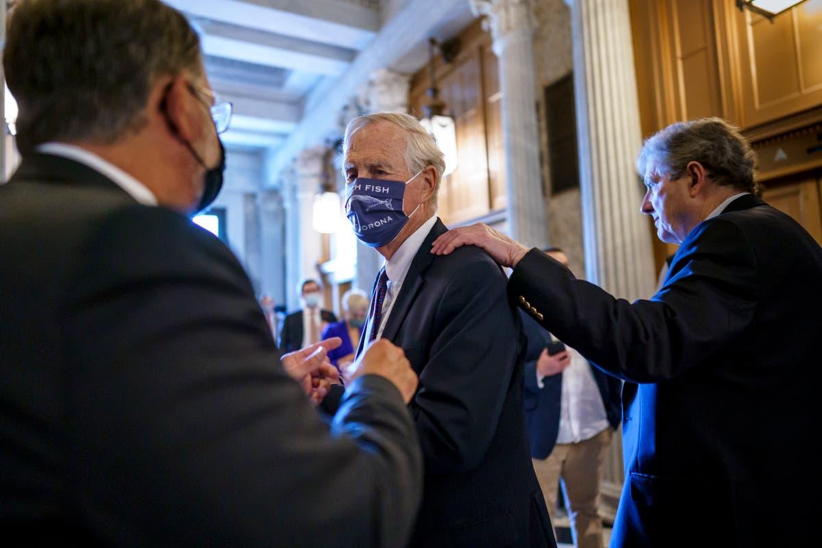 Senate work on infrastructure plan slides into Saturday