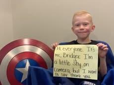 """Garoto heróico que salvou sua irmã de um ataque de cachorro se sente """"orgulhoso"""" de suas cicatrizes"""