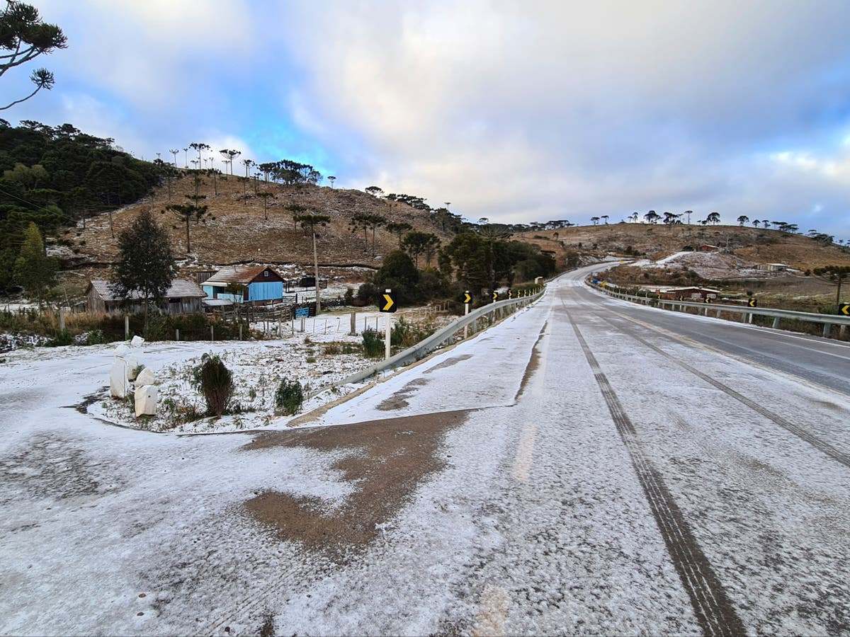 Locals fascinated as rare heavy snow covers Brazil