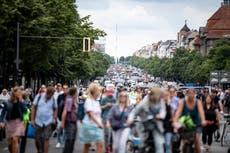 Crowds defy ban to protest coronavirus measures in Berlin