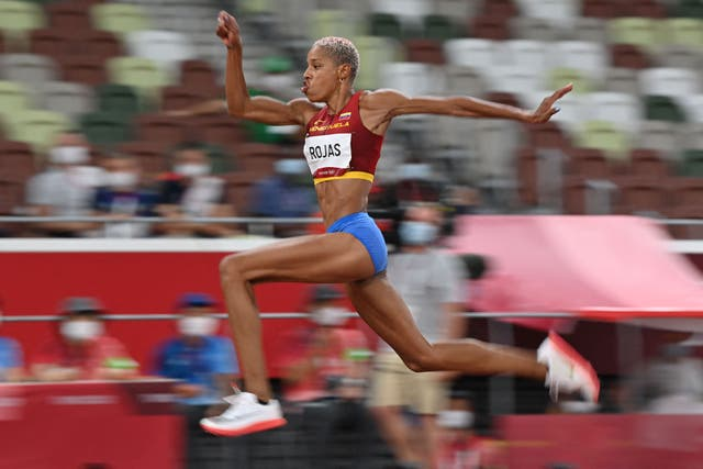 enezuela's Yulimar Rojas competes in the women's triple jump final during the Tokyo 2020 奥运会. Rojas took gold and broke the Olympic and World Record in the process