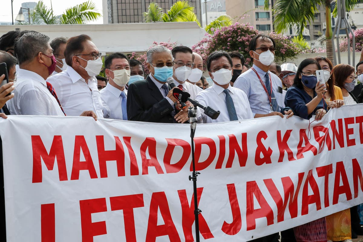 Malaysia lawmakers protest Parliament closure as ploy by PM