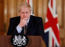 Passeports, Planification, et une popularité en chute libre: L'été de mécontentement de Boris Johnson