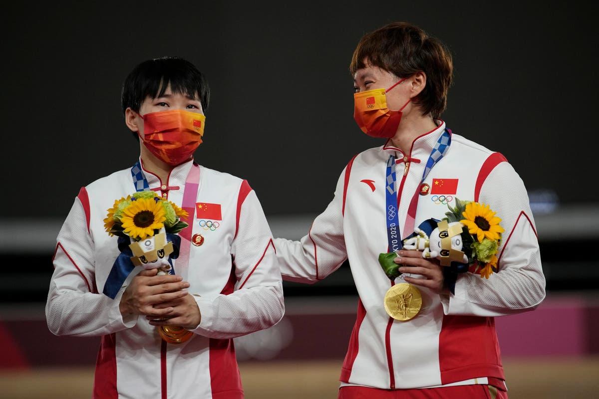 Les épinglettes Mao portées par les athlètes chinois pourraient tester les règles olympiques