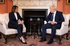 英国「あなたの側に」, ジョンソンはベラルーシの野党指導者に語る