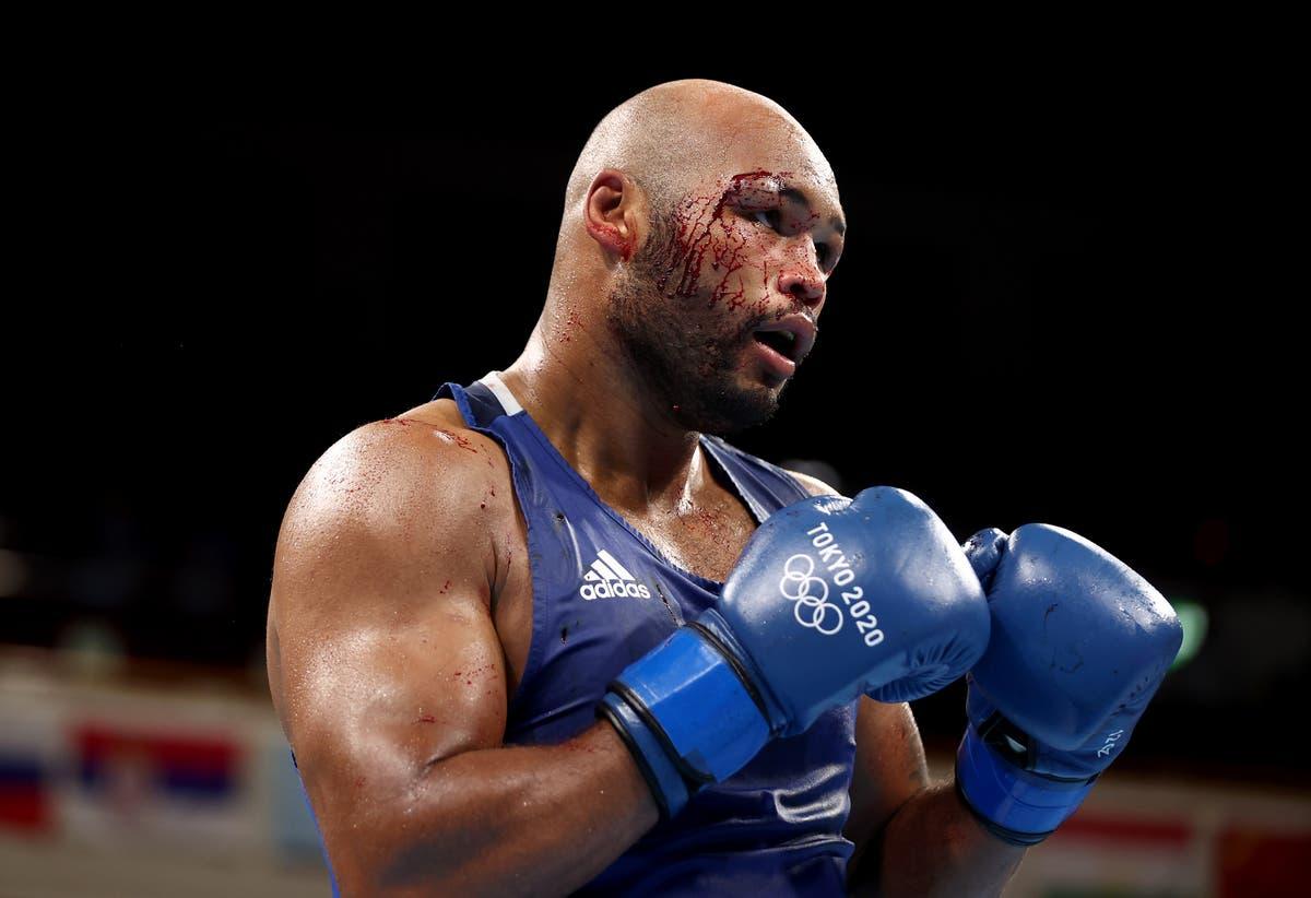 フレーザークラークは、カットがバハディールジャロロフとの戦いを停止した後、ボクシングブロンズを取ります