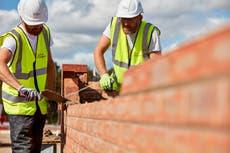 住宅価格のバブルが膨らみ続ける中、建設業者にとってはパーティーの時間です