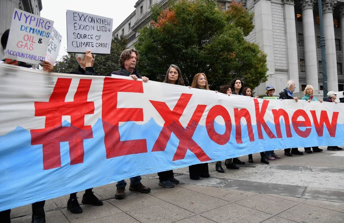 Hoje, Big Oil CEOs will testify to Congress about climate change. It'll be awkward