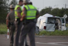 Au moins 10 dead as van carrying migrants crashes in Texas