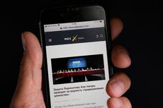 2 Russian news sites, legal aid group, close under pressure
