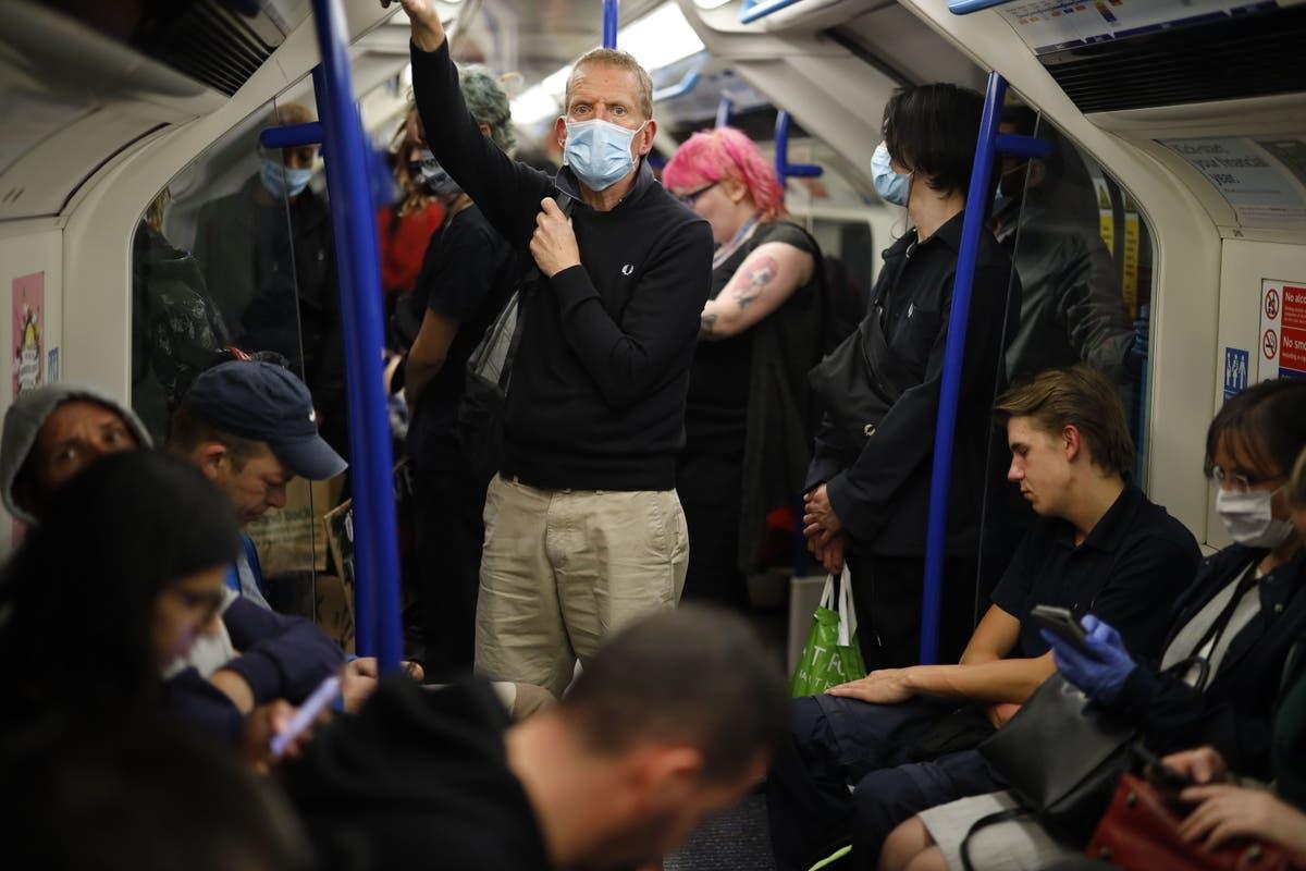 乗客が手すりを握るのが怖いので、チューブの事故が急増