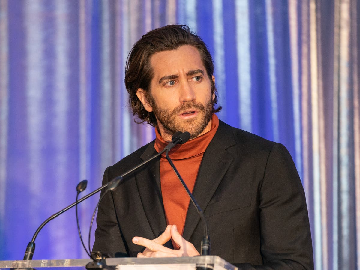 Jake Gyllenhaal claims he finds bathing to be 'less necessary, at times'