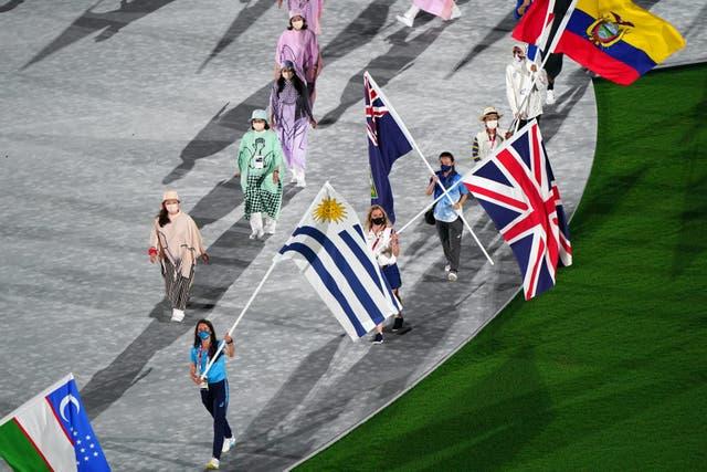 Laura Kenny van Groot -Brittanje tydens die afsluitingseremonie van die Tokio 2020 Olimpiese Spele in die Olimpiese stadion in Japan