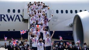 Les derniers athlètes de Grande-Bretagne arrivent à la maison, y compris Jason Kenny, Laura Kenny et Katie Archibald (avant gauche-droite) à l'aéroport d'Heathrow, Londres après Tokyo 2020 jeux olympiques
