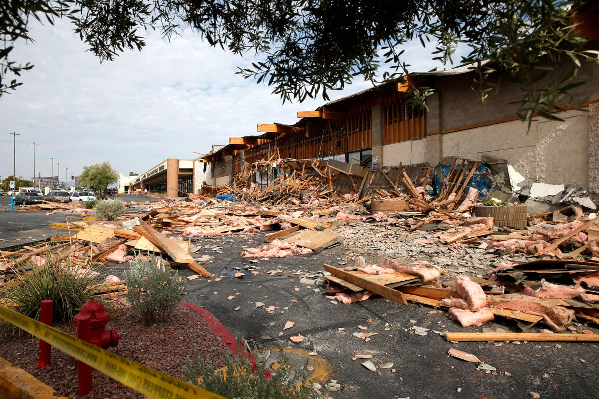 Las Vegas grocery storefront collapses at opening, injures 4