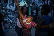 Haiti earthquake - leef: Tropical storm bears down on island after massive quake leaves 700 dood
