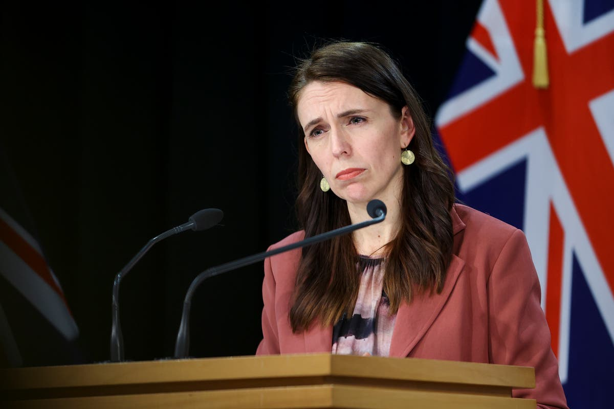 Jacinda Ardern estende bloqueio estrito para Auckland por pelo menos mais uma semana