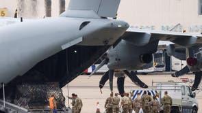 Militares embarcam no RAF Airbus A400M na RAF Brize Norton em Oxfordshire, onde voos de evacuação do Afeganistão estão pousando