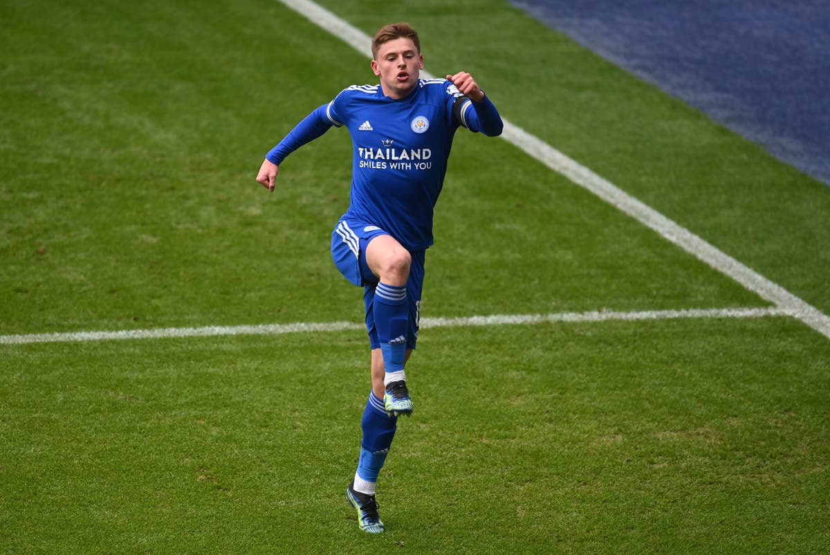Harvey Barnes signs new deal with Leicester until 2025