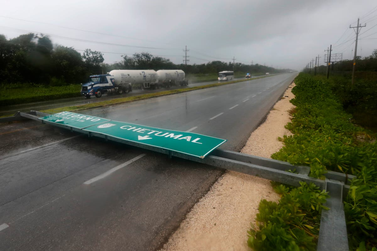 Grace heads for a second hurricane hit on Mexican coast