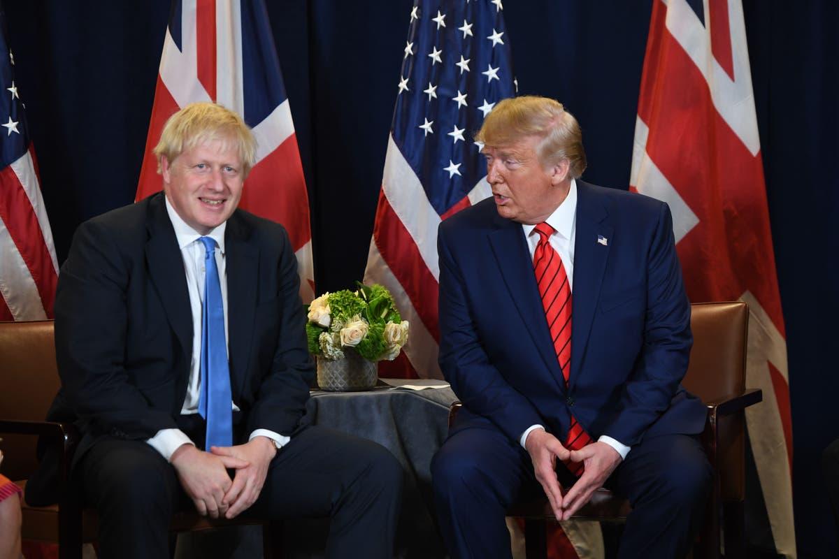 Trump et Johnson ont passé une réunion à discuter de la vésicule biliaire et de l'espace, ex-aide dit