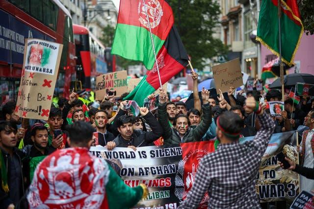 Mense neem deel aan 'n betoging in solidariteit met mense in Afghanistan, in Londen