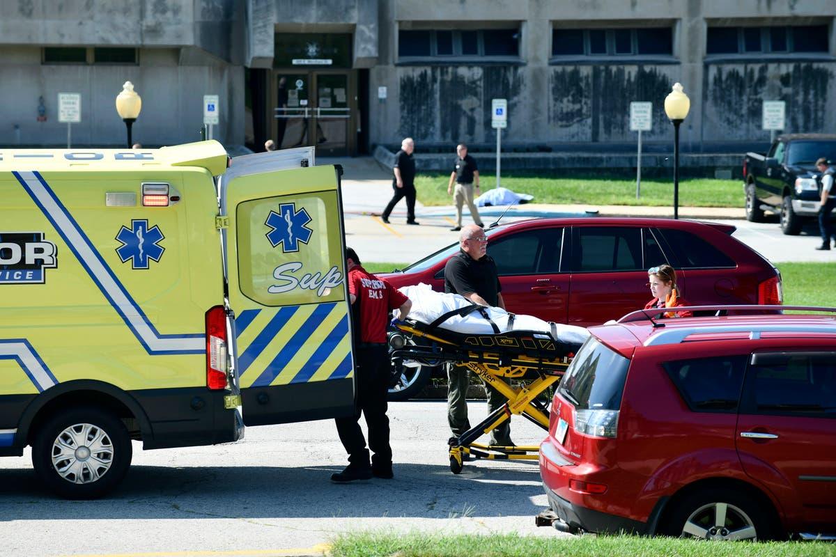 Mayor: 2 dead, 1 hurt in shooting near Illinois courthouse