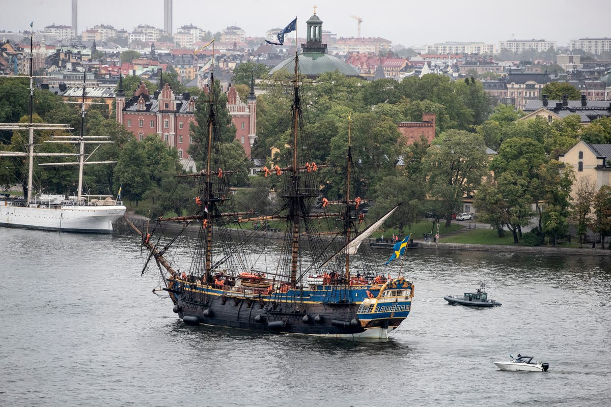 Replica of Swedish 18th century trading ship to sail to Asia