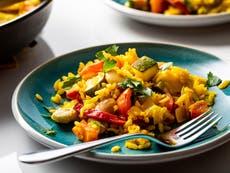Une paella végétarienne colorée assez rapide pour un soir de semaine