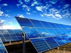 Biden onthul plan om sonkrag te produseer 45% van Amerikaanse elektrisiteit deur 2050