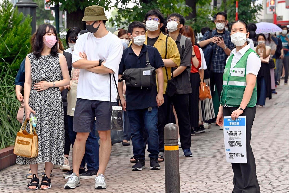 O mais recente: Tokyo apologizes for vaccine rollout confusion
