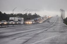 Thousands flee as 'extremely dangerous' Hurricane Ida makes landfall - volg regstreeks