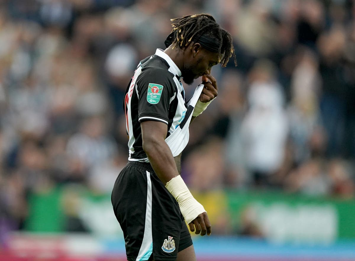 Allan Saint-Maximin calls on Newcastle to stay together after difficult start