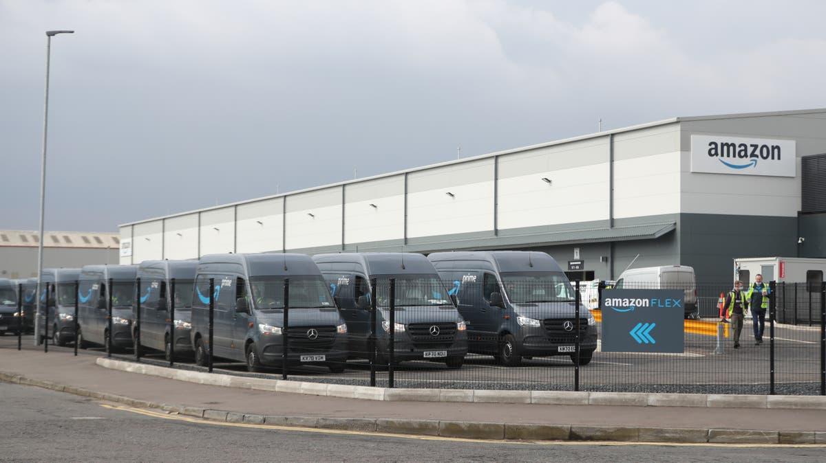Superboder bygget over hele Storbritannia som en online detaljhandel -boom, forårsaker etterspørsel etter lager