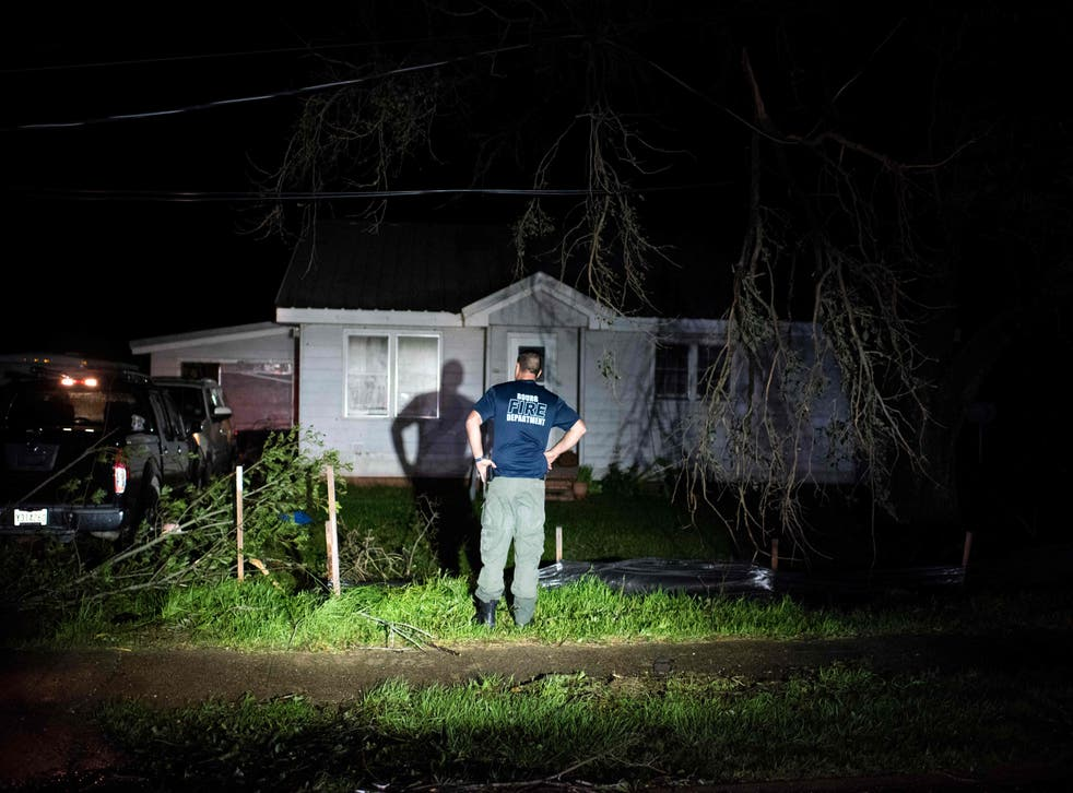 <p>Bourg fire chief TJ Pellegrin asks a couple if they are okay after Hurricane Ida passed</磷>