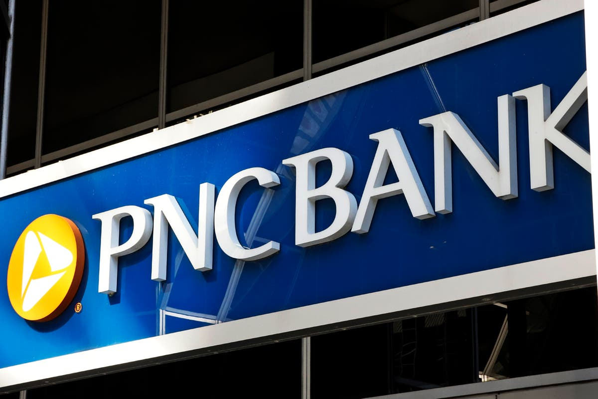 PNC to raise base wages to $18 an hour, latest bank to do so