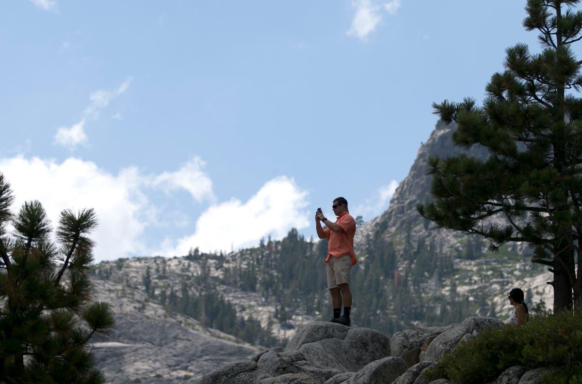 解释者: Around Tahoe, special places await a fire's fate