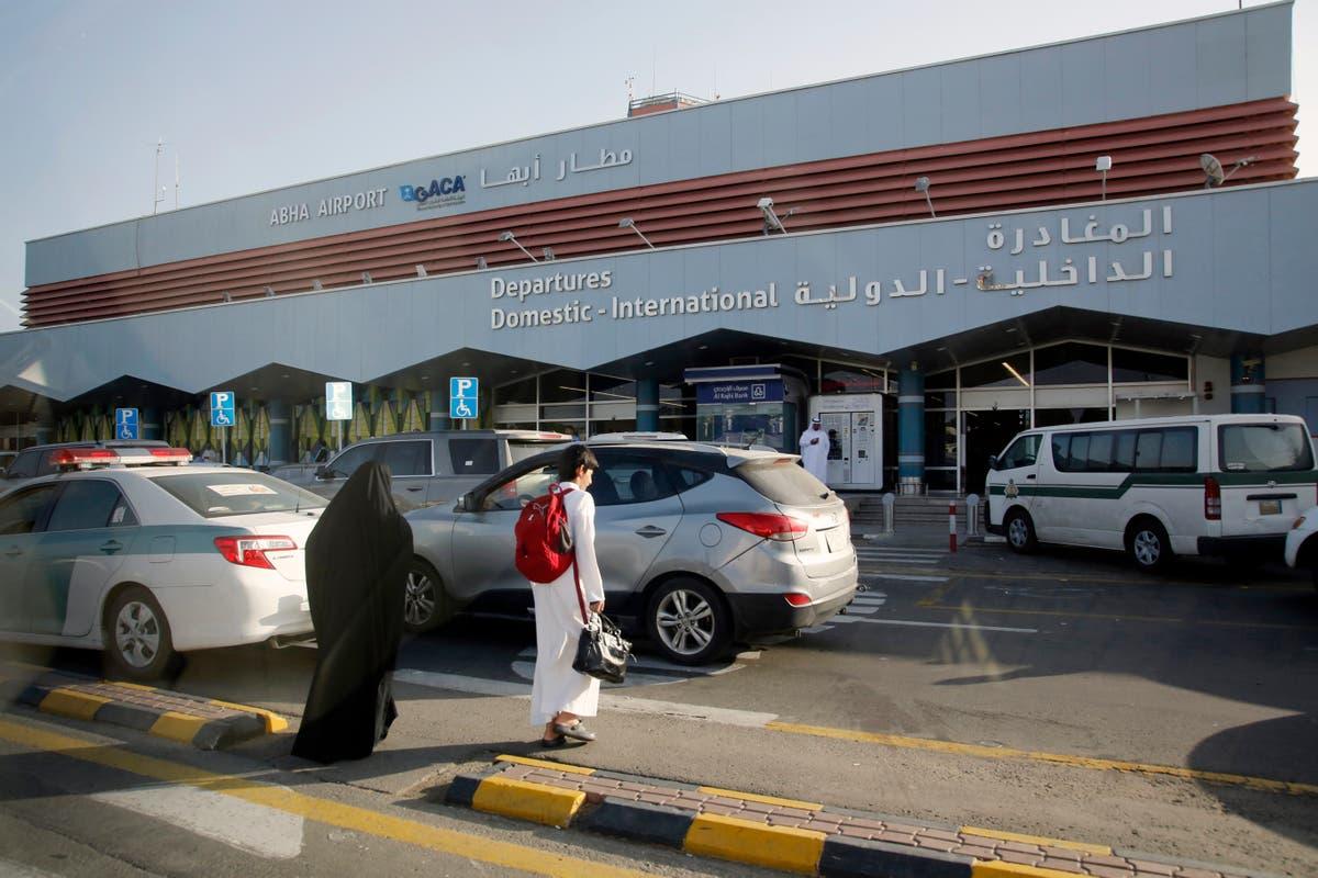 サウジテレビ: 空港の傷に対するドローン攻撃 8, 飛行機に損害賠償