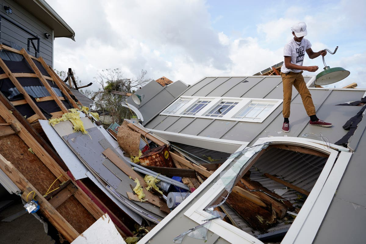 Fotos AP: Rescues, power outages in aftermath of Ida