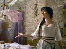 Cendrillon est un conte de fées #Girlboss que seul un capitaliste vorace pourrait aimer – critique