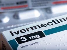 O juiz recusa a exigência da mulher de que o hospital trate seu marido com ivermectina