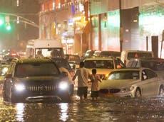 """洪水袭击纽约和新泽西,""""九人死亡"""""""