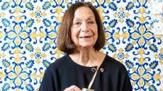 クラウディア・ローデンが曲がる 85, 孤独と戦うための一人旅と料理への彼女の愛
