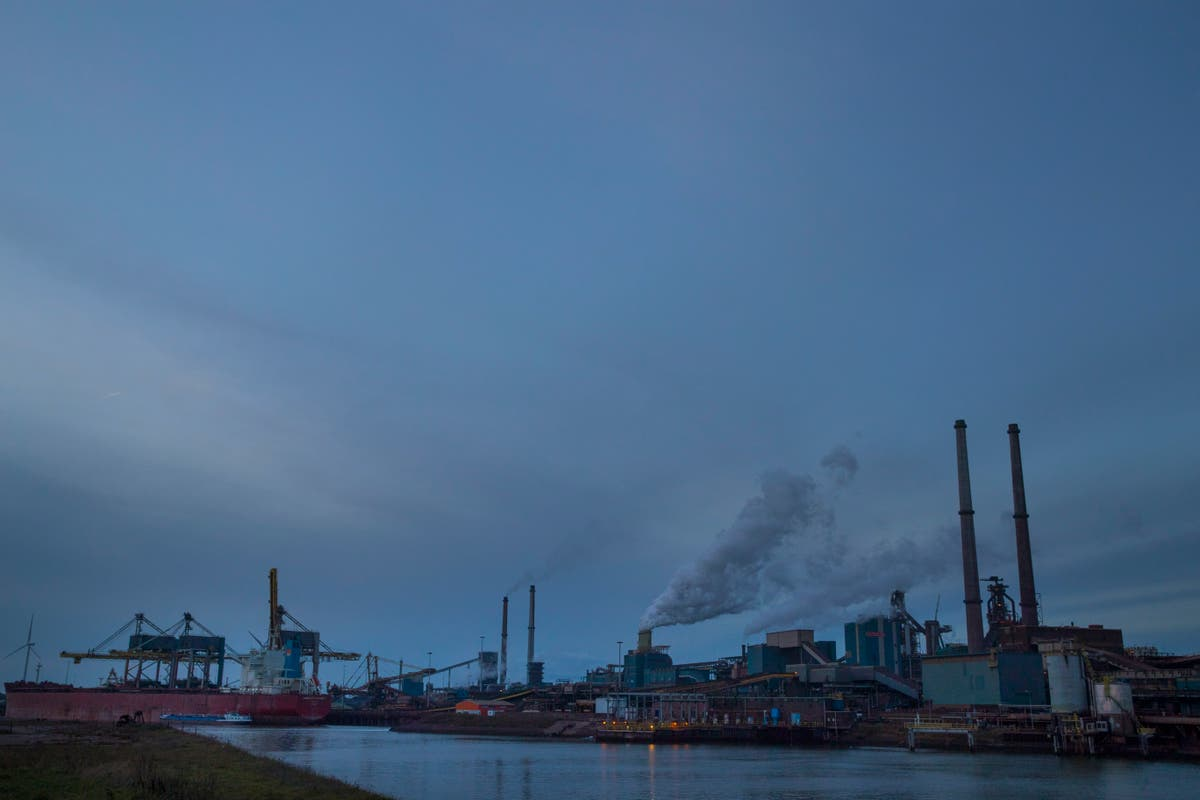 Study: Dust near Dutch steel plant 'undesirable' for youths