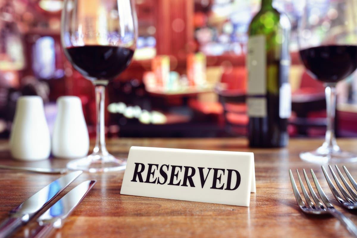 ホスピタリティ部門に年間176億ポンドの費用がかかるレストランでのノーショー, 研究は言う
