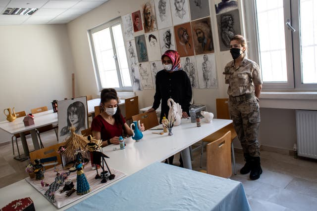 An arts class in the Van Deportation Centre
