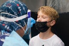フロリダの医師は「砂に線を引き」、ワクチン接種を受けていない患者に会うことを拒否します