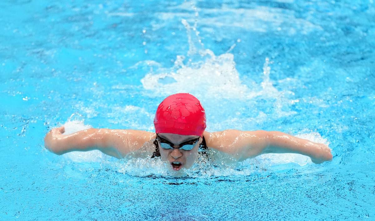 エリー・シモンズは、彼女の将来を検討する際に「パラリンピックの伝説」と称賛しました