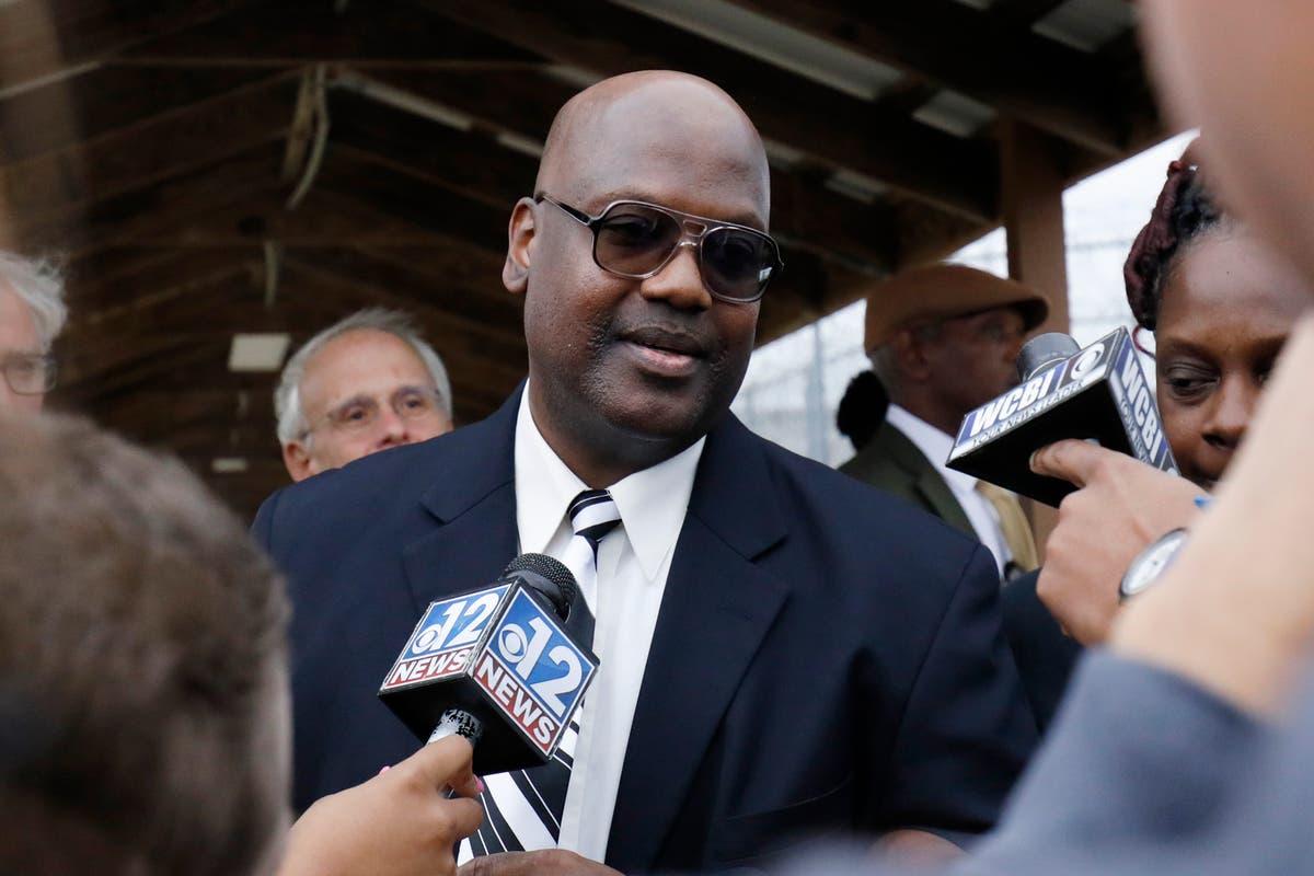 Libertado da prisão, Homem do Mississippi processa promotor público